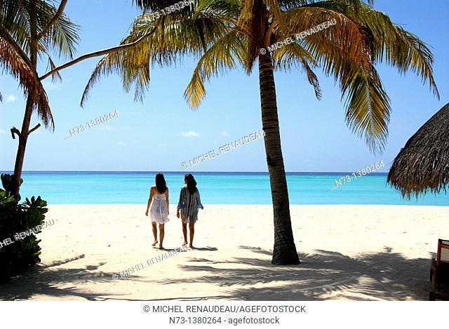 Situé au nord de Malé, à moins d'une heure en vedette de l'aéroport,l'Hotel One & Only Reethi Rah figure parmis les adresses de choix aux Maldives