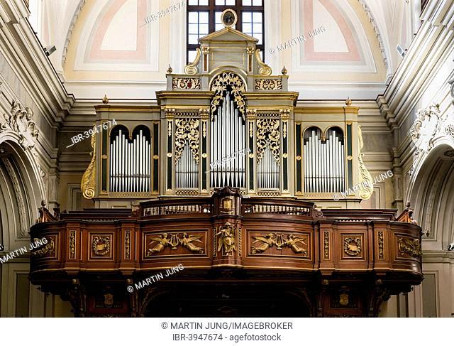 Organ, built by Ruffatti in 1961 and Francis Criscuolo in 1866, baroque Molfetta Cathedral or Cattedrale di Santa Maria Assunta, Molfetta, Bari, Apulia, Italy