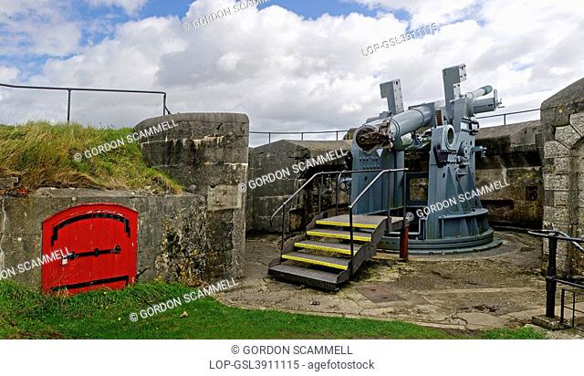 England, Cornwall, Falmouth. A 6 inch artillery gun on the site of the One Gun Battery at Pendennis Castle