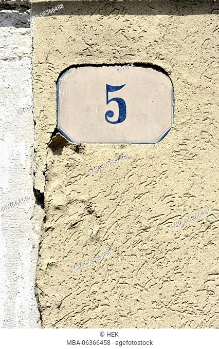 enamelled sign with the house number 5 in Murano