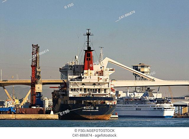 Barcos en el puerto de Barcelona  Spain