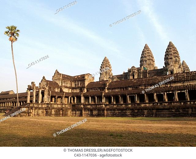 Cambodia - The south side of the temple of Angkor Wat  The temple complexes of Angkor 'city' were the heart of the Khmer empire which flourished from the 9th to...