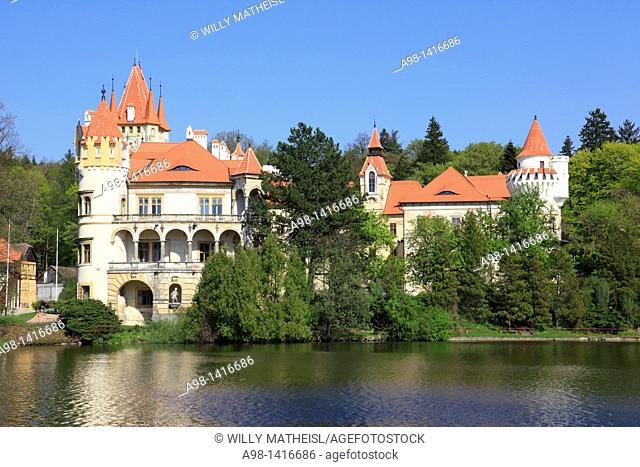moated castle Zinkovy, Czech district of Pilsen, Czech Republic, Europe