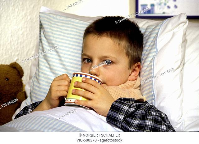 Sick boy is lying in bed and is drinking tea. - 12/12/2007