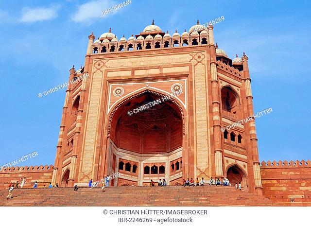 Gate of Victory 'Buland Darwaza', Jami Masjid Mosque or Dargah Mosque, built 1569-1585 under Emperor Akbar, Fatehpur Sikri, Uttar Pradesh, India, Asia