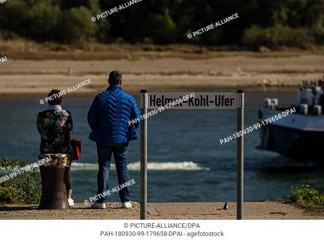 30 September 2018, Rhineland-Palatinate, Speyer: Two strollers stand at the Helmut-Kohl-Ufer. In the cathedral city part of the Rhine promenade has been renamed...
