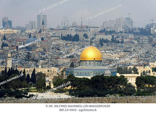 View from the Mount of Olives on the Dome of the Rock on the Temple Mount in the Old City of Jerusalem, Israel, Middle East, Asia