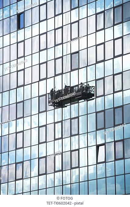 USA, New York City, Manhattan, window cleaning platform on building