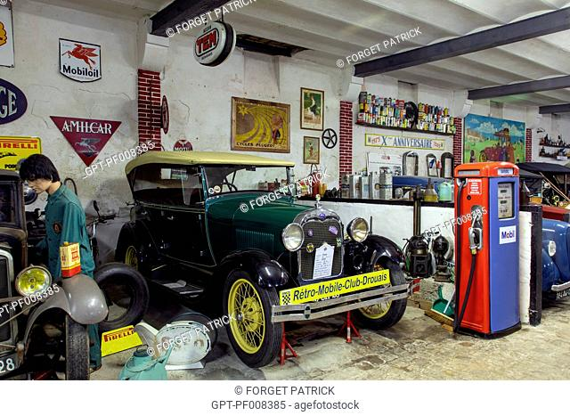 GARAGE WORKSHOP WITH A 1929 FORD A II, THE DROUAIS RETRO MOBILE MUSEUM, EURE-ET-LOIR (28), FRANCE