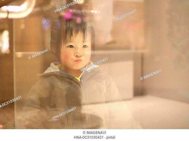 Child seeing display