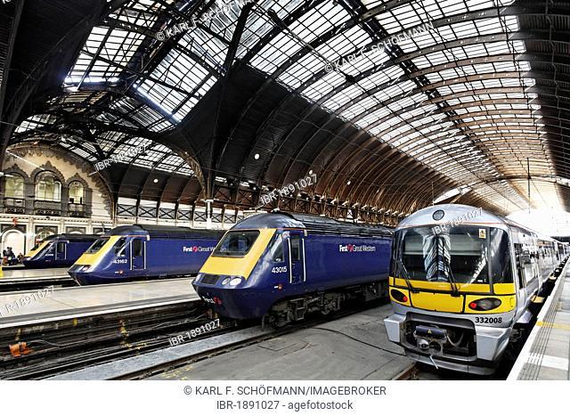 Historic main hall with trains, Heathrow Express, railway terminus London Paddington station, London, England, United Kingdom, Europe