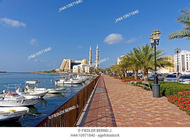 Asia, United Arab Emirates, UAE, Dubai, Sharjah, Corniche Street, Radisson Blu Sharjah, Almaghfirah Mosque, mosque, lantern, boats, palms, architecture, trees