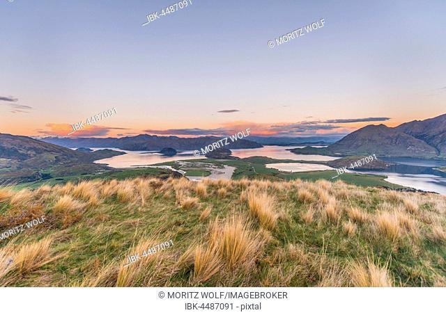 Sunset, panorama view on Wanaka Lake and mountains, Rocky Peak, Glendhu Bay, Otago, Southland, New Zealand