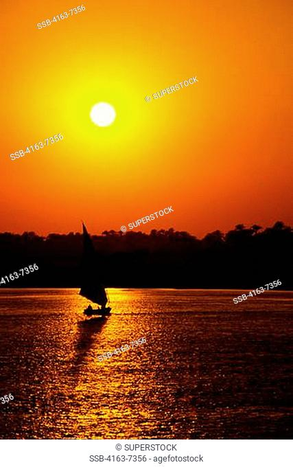 EGYPT, NILE RIVER, LUXOR, SUNSET WITH FELUCCA