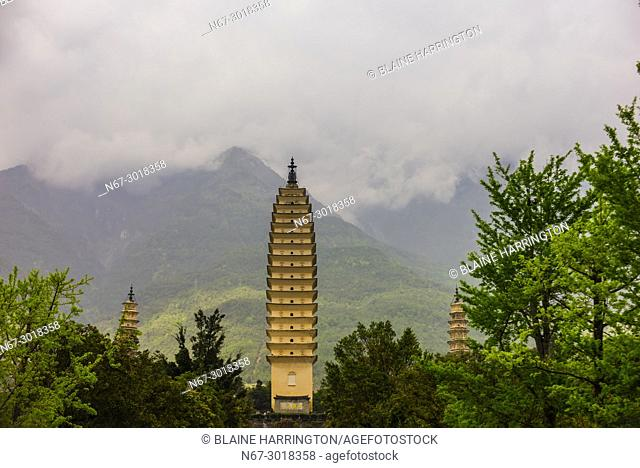 The Three Pagodas, Chongsheng Temple (with the Cangshan Mountains behind), Dali, Yunnan Province, China. The temple dates from the 9th and 10th centuries
