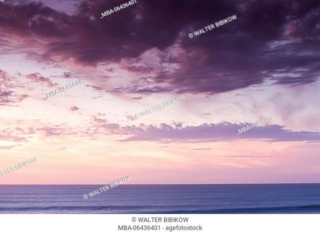 New Zealand, North Island, New Plymouth-area, Pungarehu, Cape Egmont, seascape, dusk