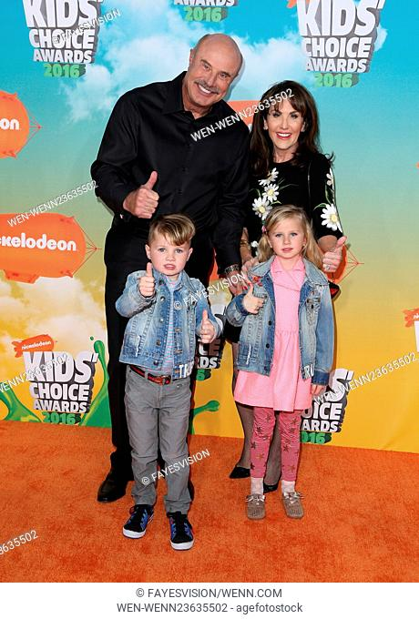 Nickelodeon Kids' Choice Awards 2016 - Arrivals Featuring: Dr. Phil McGraw, Robin McGraw, Avery, London Where: Inglewood, California