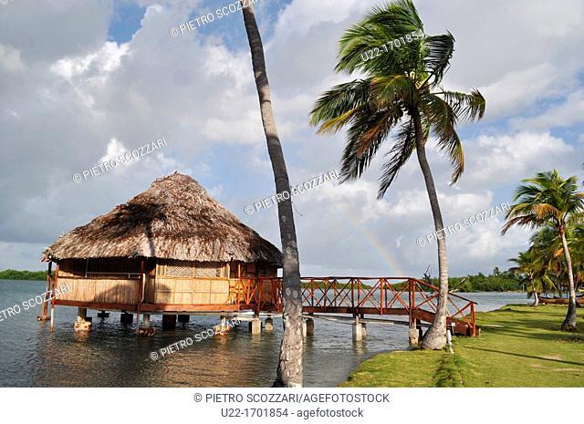 San Blás Panama: bungalow of Yandup Lodge, on a little island of Kuna Yala