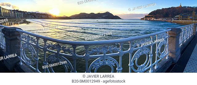 La Concha Bay, Donostia San Sebastian, Gipuzkoa, Basque Country, Spain