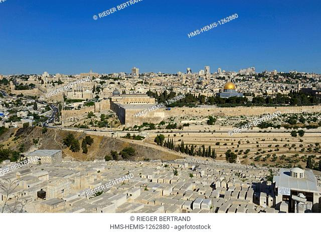 Israel, Jerusalem, holy city, the old town listed as World Heritage by UNESCO, the Dome of the Rock and the El Aqsa mosque on Haram el Sharif and the Jewish...