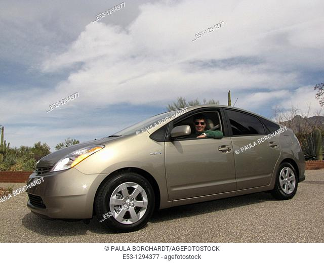 Man, 40s MR100 in 2009 Toyota Prius PR006, Tucson, AZ, USA