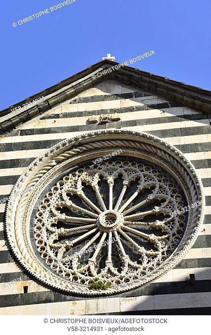 Italy, Liguria, Cinque Terre National Park, World Heritage Site, Monterosso al Mare, Church of San Giovanni Battista (St John the Baptist), Medieval rose window