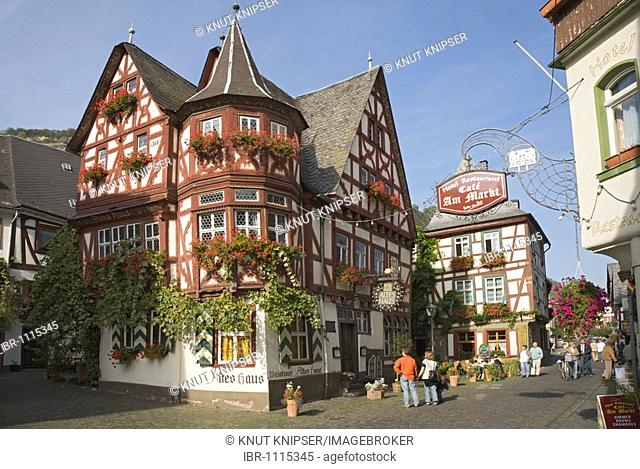 Wine tavern Altes Haus, built in 1368, in the centre of Bacharach on the Rhine River in Rhineland-Palatinate, Germany, Europe