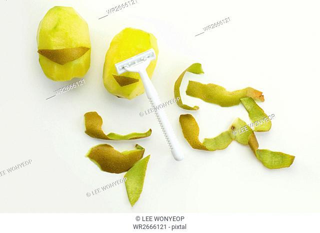 Kiwi fruits peeled
