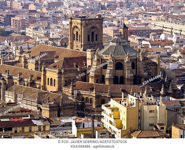Vista de la catedral de Granada desde la Alhambra - Andalucía - España
