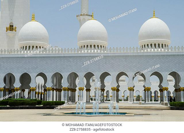 Sheikh Zayed Grand Mosque building exteriors Abu Dhabi United Arab Emirates