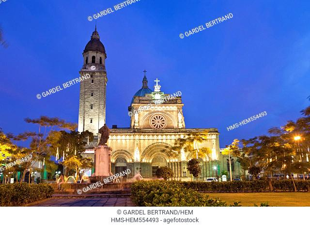 Philippines, Luzon island, Manila, Intramuros historic district, the cathedral in Plaza Roma
