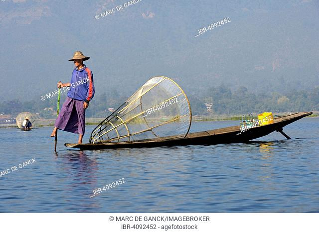 Fisherman, leg rowing, Inle lake, Shan State, Myanmar