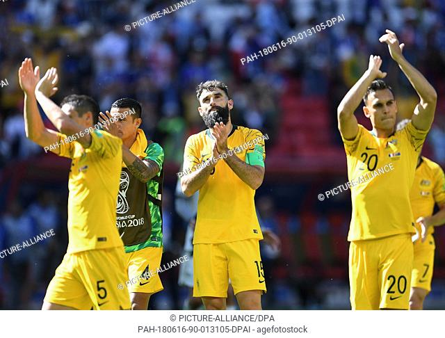 16 June 2018, Russia, Kazan, Soccer, FIFA World Cup 2018, Group C, Matchday 1 of 3, France vs Australia in the Kazan Arena: Australian players after the match