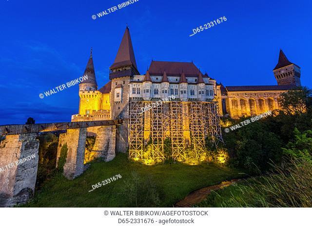 Romania, Transylvania, Hunedoara, Corvin Castle, dusk