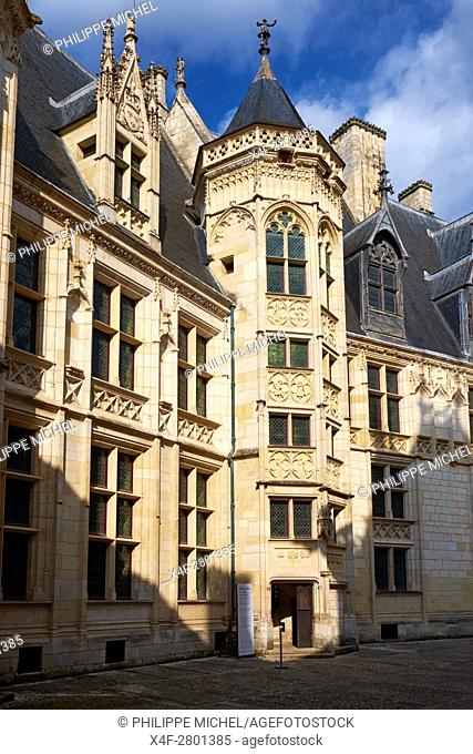 France, Cher (18), Bourges, Jaques Coeur Palace, the stair tower in the courtyard