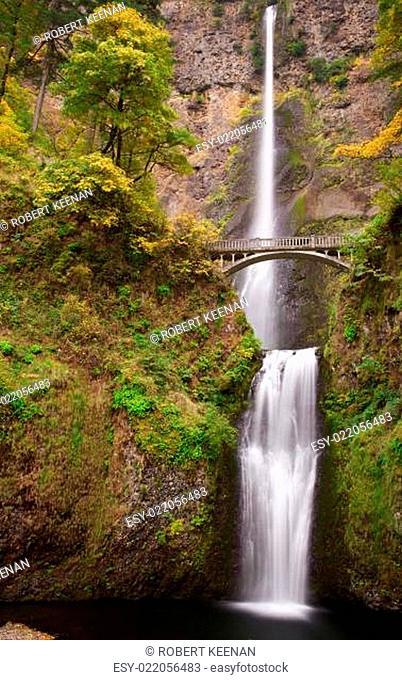 Multnomah Falls Vertical Right