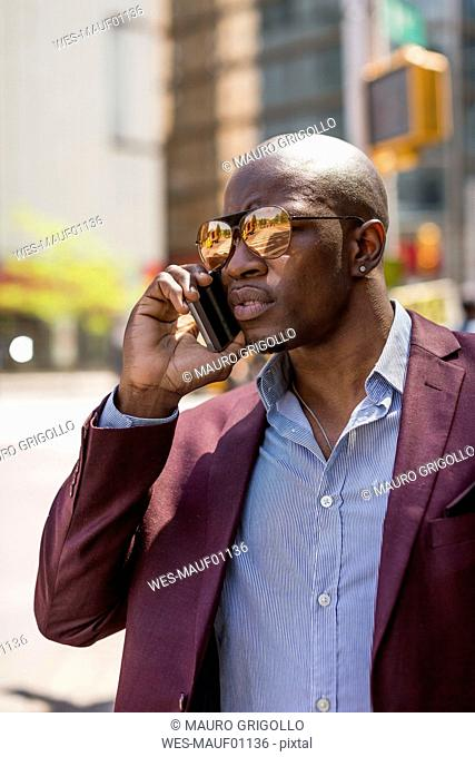 USA, New York City, Manhattan, portrait of businessman on the phone
