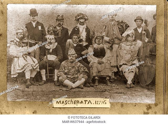 CARNEVALE 'Mascherata 1896' gruppo di maschere e suonatori partecipanti al carnevale di un paese dell'arco alpino (probabilmente area lombardo veneto)