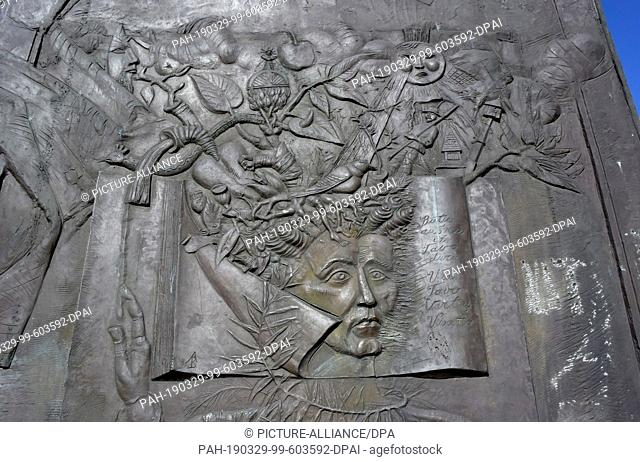 """07 July 2018, Lithuania, Klaipeda: The sculpture """"""""Bokshtas"""""""" stands in the old town and was founded in 1990. It symbolizes the inhabitants of Klaipeda and..."""
