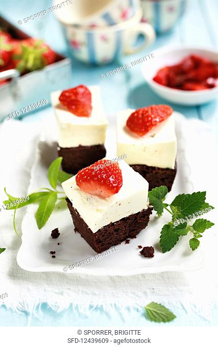 Strawberry and cream cheese slices