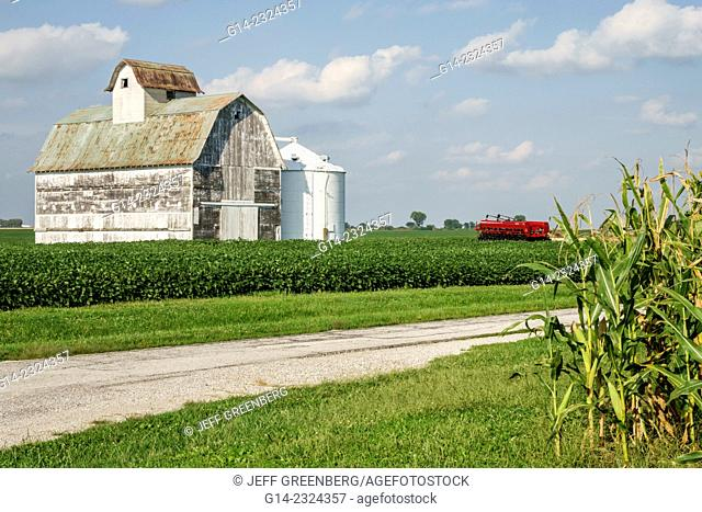 USA, Illinois, Tuscola, barn, rural farming, harvester combine, soybean, corn crop
