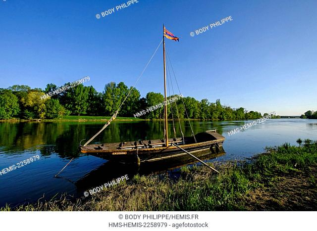 France, Indre et Loire, Chouze sur Loire, listed as World Heritage by UNESCO, traditionnal boat on the Loire river, traditional boats