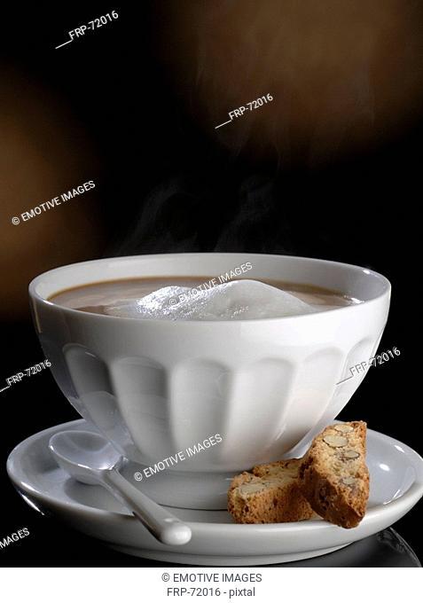 Café au lait with cantuccini