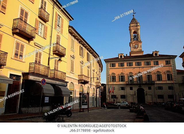 Piazza Ferruccio Nazionale y el Palazzo Cívico. Ivrea. Italy