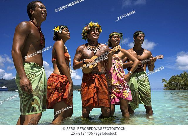 Island of Taha'a, French Polynesia. Polynesian songs and dancings at the Motu Mahana, Taha'a, Society Islands, French Polynesia, South Pacific