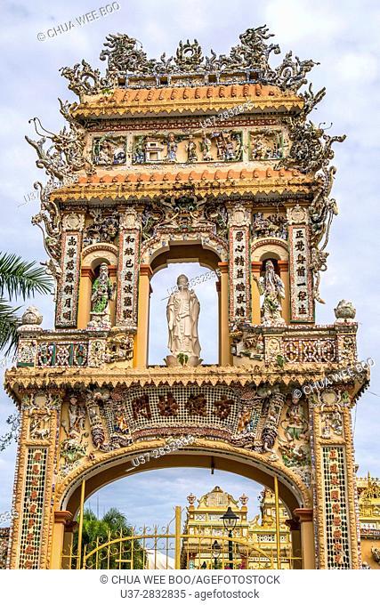 Vietnam, My Tho, Mekong Delta river area. Vinh Trang Pagoda complex