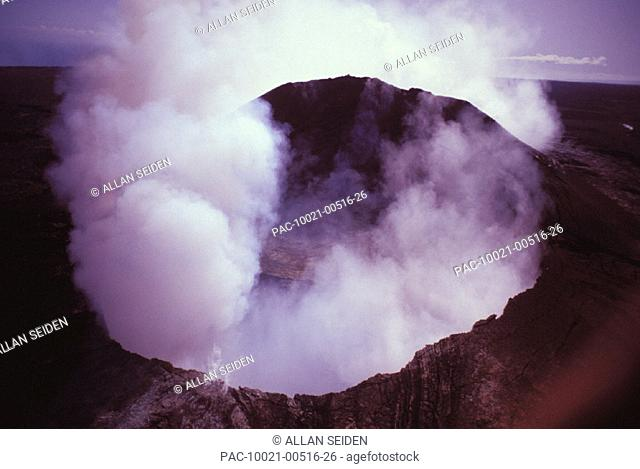 Hawaii, Big Island, Kilauea Volcano, Pu'u O'o Crater, smoke