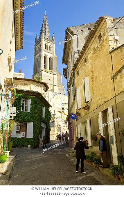 Saint-Emilion, in the Dordogne River Valley, Gironde region, Acquitaine, France, view up Rue de la Petite Fontaine to the Romanesque monolithic church
