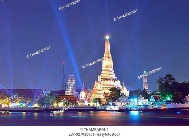 Wat Arun ( Temple of Dawn ) at night, Bangkok, Thailand