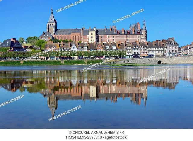 France, Loiret, Gien, the castle, Sainte Jeanne d'Arc (Joan of Arc) church and the banks of the Loire river